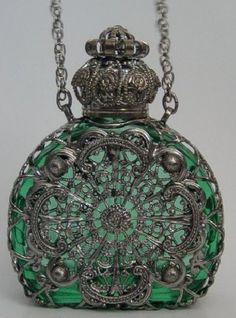 ❁ Vintage perfume bottle pendant necklace ❁