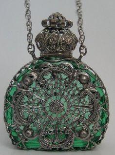 ❁ Vintage perfume bottle pendant necklace ❁
