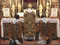 Hundreds of UK Priests Learn Ancient Rite of Mass
