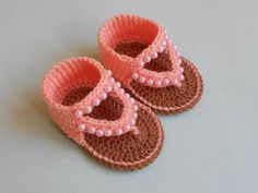 Crochet Baby Sandals Free Pattern Little Girls Ugg Boots Ideas Crochet Sandals Free, Crochet Baby Booties, Free Crochet, Knit Crochet, Baby Bootees, Crochet Doilies, Easy Crochet, Crochet Flowers, Crochet Baby Blanket Beginner