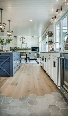 Modern eclectic farmhouse with stunning design - Home Decor - Home Inspiration . - Modern eclectic farmhouse with stunning design – Home Decor – Home Inspiration … - Modern Farmhouse Kitchens, Farmhouse Kitchen Decor, Home Decor Kitchen, Farmhouse Style, Farmhouse Ideas, Kitchen Wood, Farmhouse Interior, Country Kitchen, Farmhouse Cabinets