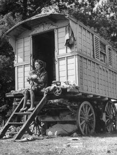 Loving volunteer modern bohemian home decor Save Today - Hippie home decor Gypsy Trailer, Gypsy Caravan, Gypsy Wagon, Bohemian Gypsy, Modern Bohemian, Gypsy Style, Bohemian Style, Old Photos, Vintage Photos