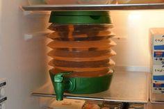 ダイソーの「折りたたみポリタンク」で冷蔵庫の中にウォーターサーバー、を実現 | Sumai 日刊住まい