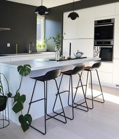 10 Must-Haves for a Luxury Kitchen Kitchen Interior, Modern Interior, Home Interior Design, Kitchen Decor, Kitchen Rustic, Kitchen White, Kitchen Small, Modern Luxury, Room Interior