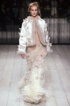 Alexander McQueen Fall 2016 Ready-to-Wear Fashion Show - Maartje Verhoef