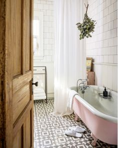 Old school style bathroom with black and white tiles and a pink clawfoot tub.Unit One / This Old Hudson. Bad Inspiration, Bathroom Inspiration, Home Decor Inspiration, Sweet Home, Deco Design, Design Design, Scandinavian Home, Beautiful Bathrooms, Bathroom Interior
