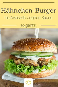 Attention burger fans: you have to try this spicy chicken burger with mild avocado yoghurt sauce! Attention burger fans: you have to try this spicy chicken burger with mild avocado yoghurt sauce! Crock Pot Recipes, Healthy Chicken Recipes, Vegetarian Recipes, Barbecue Sauce Recipes, Burger Recipes, Smoothie Recipes, Easy Meals, Dinner Recipes, Stuffed Peppers