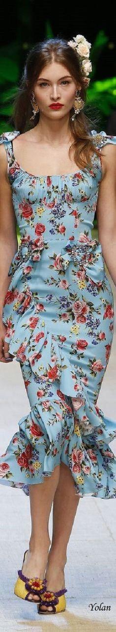Outfits con Estampados de Flores, llenos de Elegancia y Buen Gusto http://cursodeorganizaciondelhogar.com/outfits-con-estampados-de-flores-llenos-de-elegancia-y-buen-gusto/ #blusasconestampadoflora #comocombinarprendasconestampadofloral #estampadoflorallenodeestilo #lookfloral:comocombinarelestampadofloral #OutfitsconEstampadosdeFloresllenosdeEleganciayBuenGusto #outfitsconfaldasconestampadofloral #Tendencia:estampadofloral #vestidoconestampadofloral #¿Comocombinarlaropaconestampadofloral?