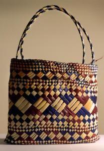 Sarjeant Gallery - Kaakata Flax Weaving, Basket Weaving, New Zealand Flax, Traditional Baskets, Maori Designs, Maori Art, Basket Bag, Aboriginal Art, Bago