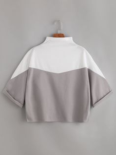 Shop Color Block Mock Neck Cuffed T-shirt online. SheIn offers Color Block Mock Neck Cuffed T-shirt & more to fit your fashionable needs. Casual Outfits, Cute Outfits, Fashion Outfits, Womens Fashion, Mode Hijab, Contemporary Fashion, Cute Shirts, Mock Neck, Ideias Fashion