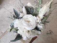 プレゼントよ用にご注文頂いたミニ花束です。 プリザーブドフラワーメインで作成させていただきました。 お値段3300円  オーダー承ります◟̆◞̆ Floral Wreath, Wreaths, Photo And Video, Instagram, Decor, Atelier, Floral Crown, Decoration, Door Wreaths