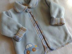 Delicado casaquinho em soft com aplicação e forrado com tecido de algodão. By Viviart
