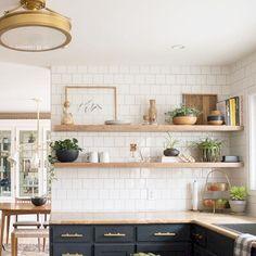 Gorgeous 45 Inspiring Modern Farmhouse Kitchen Backsplah Ideas https://bellezaroom.com/2018/01/19/45-inspiring-modern-farmhouse-kitchen-backsplah-ideas/