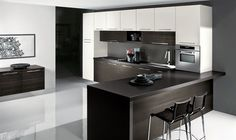 Two colours / types of wall units create a surround for the work area Apartment Interior Design, Modern Interior Design, Studio Kitchen, Kitchen Design, Kitchen Ideas, Dining Room Furniture, Kitchen Cabinets, Home Decor, Modern Kitchens
