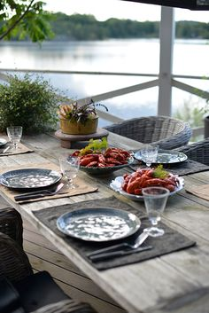 End of Summer Crayfish Dinner Lakeside Living, Coastal Living, Outdoor Living, Picnic Dinner, Haus Am See, Red Cottage, Lake Cottage, Cottage House, Al Fresco Dining