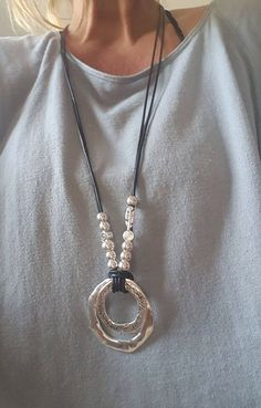 long beaded woman Boho leather necklace, Bohemian style necklace, endless Ring, Gypsy necklace * How do I know what size I need? Just wrap a flexible measuring tape around your wrist and measure. The…MoreMore  Collares de bisuteria  Zugriff auf unsere Website Viel mehr Informationen   http://storelatina.com/ #Kaelusõngad #Ангажман #Verlovingsringe #üzükləri