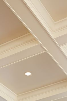 Looking for coffered ceiling design ideas and photos? Access the largest collection of coffered ceiling from top interior designers. Ceiling Crown Molding, Moldings And Trim, Moulding, Home Ceiling, Ceiling Beams, Coffered Ceilings, Ceiling Panels, Ceiling Detail, Ceiling Design