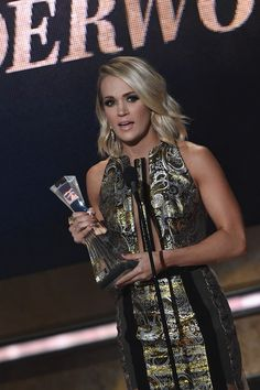 - Honoree Carrie Underwood recieves award on stage during CMT Artists of the Year 2016 on October 19, 2016 in Nashville, Tennessee. - CMT Artist of the Year - Show