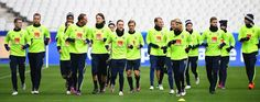 Sweden's players attend a training session at the Stade de France stadium in Saint-Denis, north of Paris, on November 10, 2016, on the eve of the FIFA World Cup 2018 qualifying football match against France.  / AFP / FRANCK FIFE