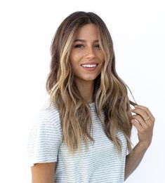 Hair Color Ideas For Brunettes Discover 7 Fall Hair Color Trends Youre About To See All Over L. Hair Color Trends For Fall And Winter 2018 - Highlights Hair Color Highlights, Hair Color Balayage, Balayage Highlights, Brunette With Highlights, Sunkissed Hair Brunette, Balayage Hair Light Brown, Brunette Hair Pale Skin, Brown Balyage, Highlights Around Face