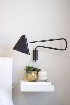 Coole Idee! Ein Ikea Lack Wandregal als schwebender Nachttisch