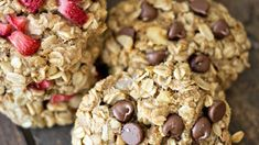 These Oatmeal Breakfast Bites are easy to make and great for on-the-go! Perfect for busy mornings or even after-school snacks! Healthy Breakfast Recipes, Healthy Snacks, Healthy Recipes, Honey Bbq Wings, Gourmet Recipes, Cooking Recipes, Cooking Ideas, Biscuits, Breakfast Bites