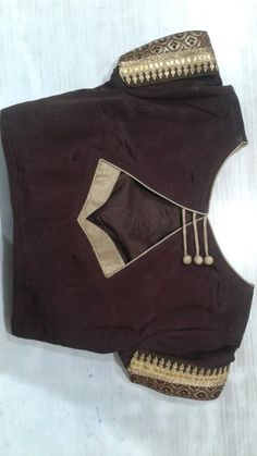 Blouse pattern Salwar Neck Designs, Saree Blouse Neck Designs, Simple Blouse Designs, Stylish Blouse Design, Designer Blouse Patterns, Blouse Models, Chiffon Blouses, Eminem, Dress