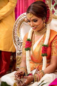 Garland Indian Wedding Flowers, Flower Garland Wedding, Floral Garland, Indian Wedding Decorations, Indian Wedding Outfits, Flower Garlands, Wedding Garlands, Tamil Wedding, Wedding Mandap