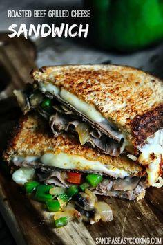 Deli Roast Beef Recipe, Roast Beef Grilled Cheese, Roast Beef Lunch, Cooking Roast Beef, Roast Beef Sandwiches, Roast Beef Panini, Grill Sandwich, Pastrami Sandwich, Easy Cooking