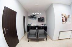 Black & White. Salon fryzjerski Furniture, Home Decor, Decoration Home, Room Decor, Home Furnishings, Home Interior Design, Home Decoration, Interior Design, Arredamento