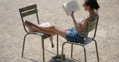 Poignant revelations about life, and at only a few pages each. 14 Brilliant Pieces of Literature You Can Read in the Time it Takes to Eat Lunch I Love Books, Good Books, Books To Read, My Books, Not Having Kids, Books Everyone Should Read, Luxembourg Gardens, Beach Reading, Smart Women