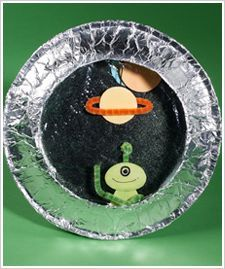 Space Ship Porthole Cute spaceship porthole craft w/ paper plates, aluminum foil, pipe cleaners. Could pre-make some aliens and planets for the little ones, if needed? Outer Space Crafts, Space Crafts For Kids, Summer Crafts For Kids, Projects For Kids, Art For Kids, Kids Crafts, Craft Space, Art Crafts, Alien Crafts
