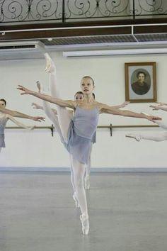 Little ballerinas: students of the Vaganova Ballet Academy in St Petersburg, Russia Ballet Class, Ballet Dancers, Ballerinas, Ballet Barre, Dance Photos, Dance Pictures, Tutu, Alonzo King, Vaganova Ballet Academy