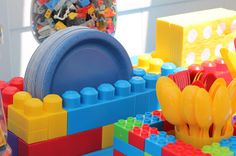 Find it, Make it, Love it: LEGO Birthday Party! Napkin, plates & Utensil holders