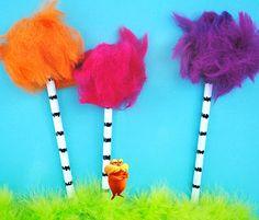 diy Lorax Dr. Seuss pom pom decoración fiesta infantil - kids party decoration miraquechulo