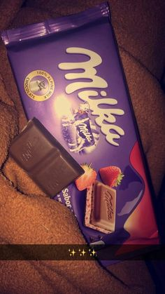 your fav choc.what's your fav choc. Chocolate Milka, Dairy Milk Chocolate, Love Chocolate, Chocolate Lovers, Food Snapchat, Instagram And Snapchat, Chocolate Tumblr, Photo Food, Snap Food