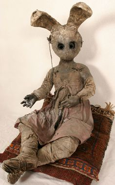 Paul Toupet, French plastic artist, focuses his artwork on human representations. Using mainly wax, papier mache and fabric, Toupet makes all sorts of human sized puppets inspired by animals, African and religious arts. Have a look at his gloomy creations!