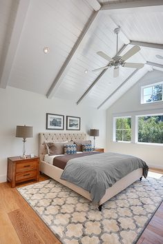 Vintage farmhouse master bedroom with vaulted ceilings - KCS, inc.