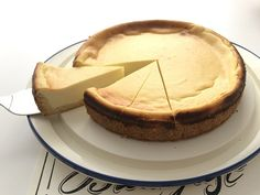This super easy Italian cheesecake is the real deal. Not only it is delicious but very tasty. If you like cheesecake you are going to like this variation. German Cheesecake, Italian Cheesecake, Best Cheesecake, Cheesecake Recipes, Italian Desserts, Italian Recipes, Artichoke Recipes, Italy Food, Food Cakes