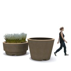 STREETLIFE Giant Flowerpots Natural Fibres. The Natural Fibres consist of thick natural fibre masts soaked in resin. The fibres are completed sealed, but the fibres remain visisble