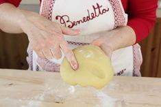 La nostra pasta frolla è pronta quando non si attacca più alle dita e l'impasto è elastico e omogeneo. Potete utilizzarla come base per le vostre crostate o per dei golosi biscotti! Questa dose va benissimo per uno stampo da 26-28cm di diametro.
