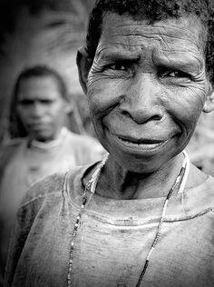 Mujer en Irian Jaya. Indonesia. Woman fron Irian Jaya. Indonesia. © Inaki Caperochipi Photography
