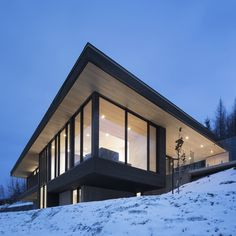 Have designed Villa Vingt to a sloping site adjacent to the Le Relais ski hotel in town of Lac-Beauport in Northern Quebec, Canada. This beautiful modern home offers nearly square feet of living spaces surrounded by a beautiful snowy… Continue Reading → Modern Scandinavian Interior, Scandinavian Architecture, Modern Residential Architecture, Architecture Design, Hotel Architecture, Quebec, House Deck, Resort Villa, Built Environment