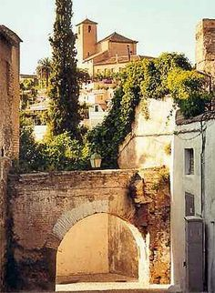 Granada. España. Spain  arco de Las monjas o del ahorcado.