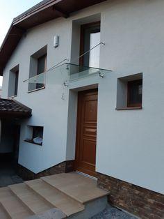 sklenená strieška nad vchodom do domu na nerezových držiakoch a tiahlach Garage Doors, Outdoor Decor, Home Decor, Decoration Home, Room Decor, Home Interior Design, Carriage Doors, Home Decoration, Interior Design