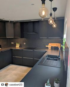 Image may contain: indoor Modern Kitchen Interiors, Luxury Kitchen Design, Kitchen Room Design, Contemporary Kitchen Design, Home Decor Kitchen, Interior Design Kitchen, Kitchen Furniture, Black Kitchens, Home Kitchens