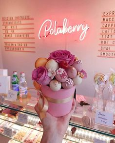 Polaberry Amsterdam Truffles and chocolates bouquets gift ideas Cake Pop Bouquet, Flower Cake Pops, Food Bouquet, Candy Bouquet, Chocolate Flowers, Chocolate Dipped Strawberries, Chocolate Bouquet, Cake Pop Boxes, Cake Pop Stands