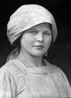 Girl from Vilnius 1931. So reminiscent of my mother and my grandmother...