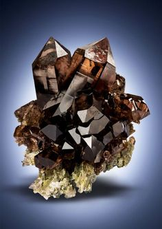 "bijoux-et-mineraux:"" Smoky Quartz - Val Giuv, Tujetsch, Vorderrhein Valley, Graubünden, Switzerland"" Minerals And Gemstones, Rocks And Minerals, Natural Crystals, Stones And Crystals, Gem Stones, Alberto Giacometti, Beautiful Rocks, Beautiful Pictures, Mineral Stone"