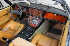 Deze Jensen Interceptor Cabriolet is nieuw verkocht in Canada en wordt nu te koop aangeboden in Nederland door Noble House. Op 17 maart 1976 werd de Jensen Classic Motors, Classic Cars, My Dream Car, Dream Cars, Jensen Interceptor, Dashboard Car, Vintage Sports Cars, Range Rovers, Car Interiors